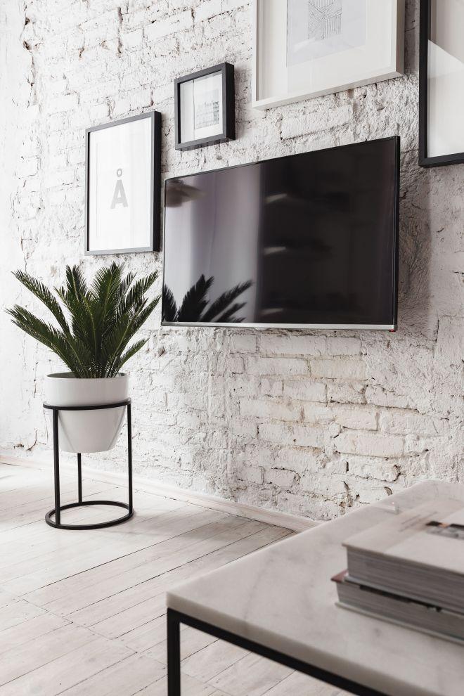 kaboompics_White Living Room With Minimalist Scandinavian Interior Design, Un'common Marble Table